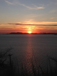 Sunrise hangat yang menyenangkan