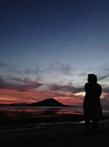 flare sunset yang luar biasa indah di Kanawa