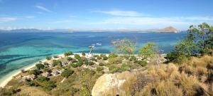 Pemandangan Kanawa dari atas bukit